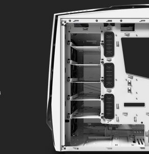 NZXT Noctis 450 - Moltissimo spazio - Clicca per ingrandire