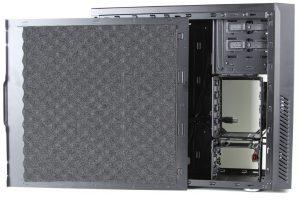Cooler Masters Silencio 550 - Pannelli laterali che smorzano il rumore - Clicca per ingrandire