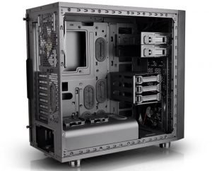 Thermaltake Core X31 - Interno - Clicca per ingrandire