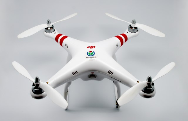 Impossessarsi di qualsiasi Drone in volo utilizzando un piccolo gadget