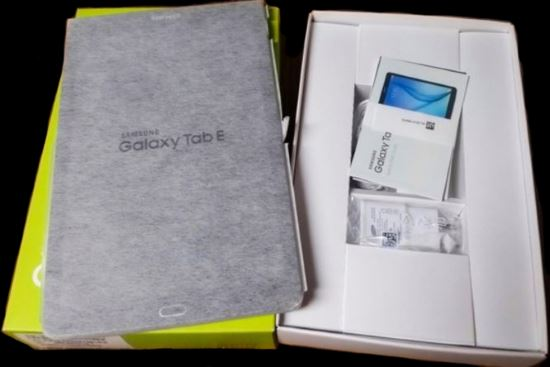 Unboxing tablet Galaxy Tab E