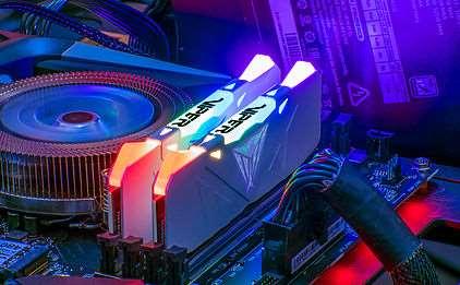Effetti di illuminazione Patriot Viper RGB DDR4 controllabili via software