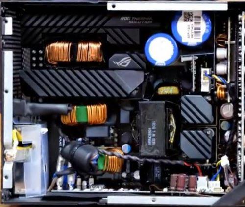 Componenti e condensatori alimentatore Asus ROG 850W