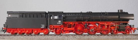 Modellino in scala di una locomotiva a vapore