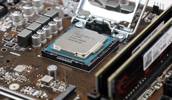 Microprocessore e socket della scheda madre